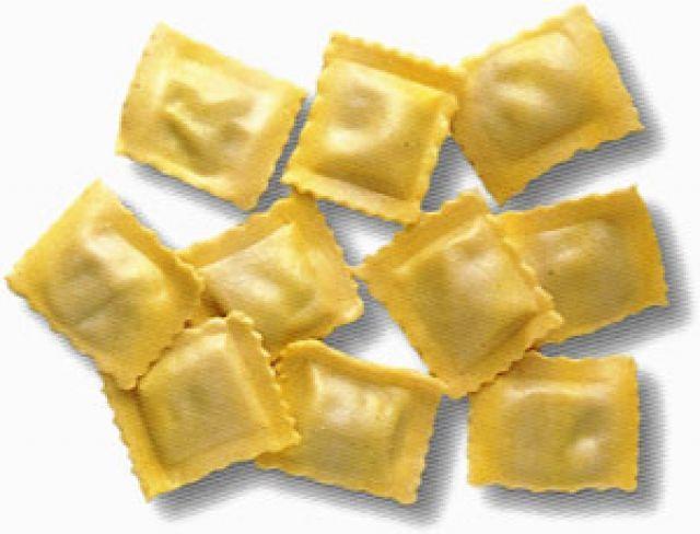 Ravioli in bianco di Mastro Martino - propone degli gnocchi di formaggio (detti ravioli in bianco) fatti con provatura (simile alla mozzarella o al fior di latte), burro, zenzero, bianchi d'uovo e farina. Questi gnocchetti sono poi bolliti e conditi con cannella e del burro. La ricetta dimostra la leggerezza culinaria di Martino: vengono usati soltanto gli albumi per non  rovinare il candore dell'impasto, ma anche per non appesantirlo