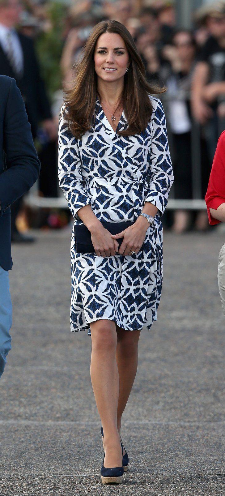 Pin for Later: Die Freiheitsstatue wickelt sich in Diane Von Furstenberg Kate Middleton in einem Wickelkleid von DVF