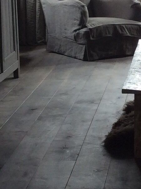 Vloer behandeld met loogbeits