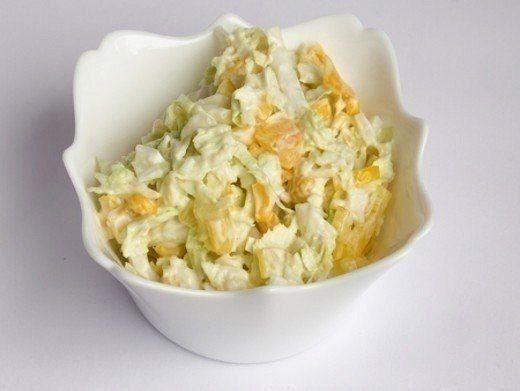 Салат капустный с кукурузой и яблоком Ингредиенты: Кукуруза консервированная100 гр. Яблоко1 шт. Пекинская капуста0.5 шт. Лимонный сокпо вкусу Cольпо вкусу Перец черный молотыйпо вкусу