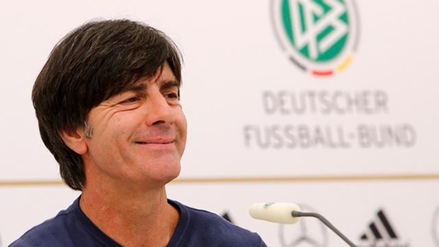 Alemania: Joachim Low, el 'monaguillo' vanguardista: http://www.elenganche.es/2012/06/alemania-joachim-low-el-monaguillo-vanguardista.html#