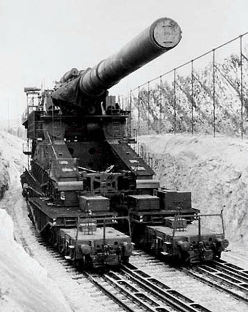 The Schwerer Gustav, a German 80 cm (31.5 in.) railway gun [652 × 822] 1941–45 - The largest gun ever built - four stories high, could fire seven ton shells nearly 30 miles