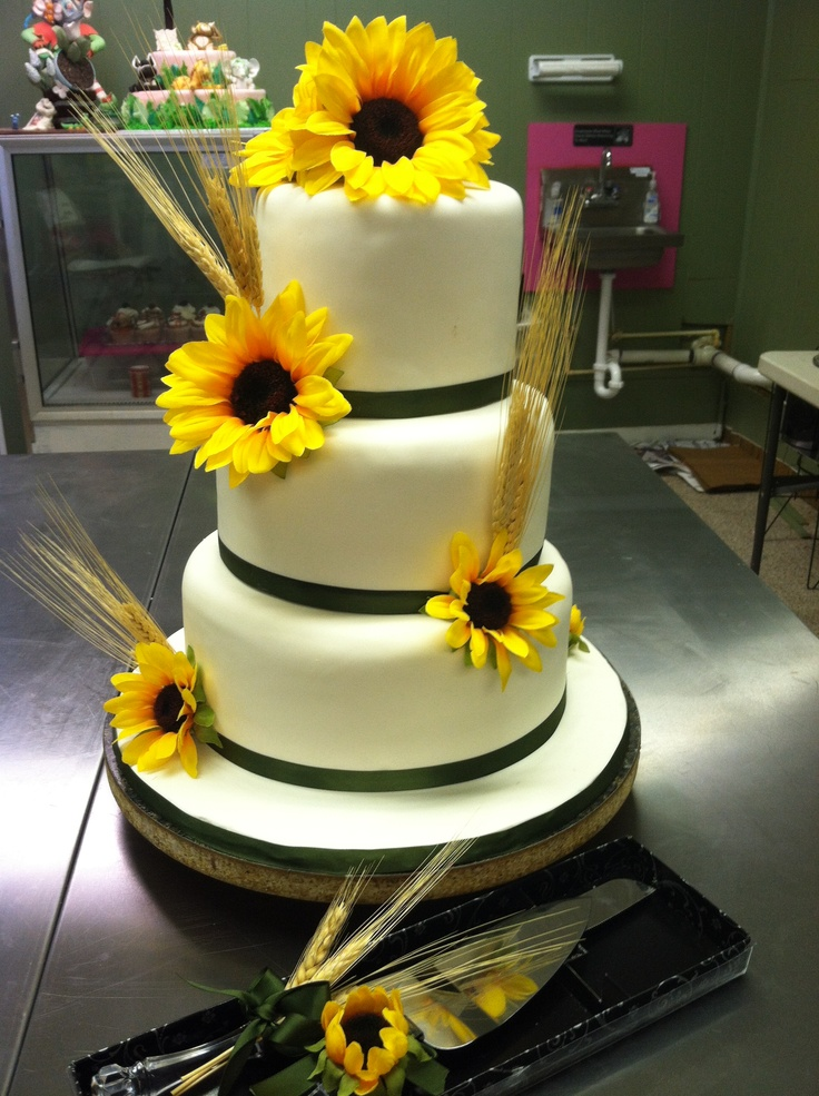 Sunflower wedding cake Rustic/Country themed wedding