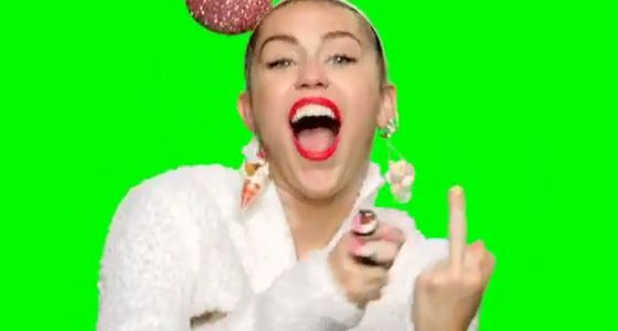 Miley Cyrus mostra o dedo médio em vídeo que divulga prêmio da MTV #Apresentadora, #Cantora, #Cyrus, #Disney, #Fotos, #Instagram, #Miley, #MileyCyrus, #MTV, #Nome, #Show, #Vídeo, #VMA http://popzone.tv/miley-cyrus-mostra-o-dedo-medio-em-video-que-divulga-premio-da-mtv/