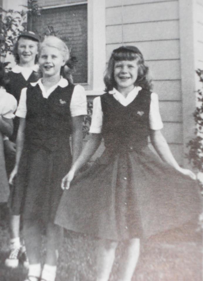 Janis com o seu grupo de escoteiras no seu aniversário, fazendo pose para sua mãe fotografar. Dorothy mantinha esta foto na entrada da sala da casa dos Joplin, afinal Janis era muito tímida e esta foi a primeira vez em que ela se soltou.