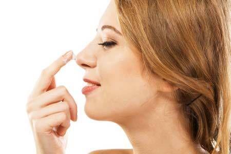 Makeup tricks to camouflage a big nose