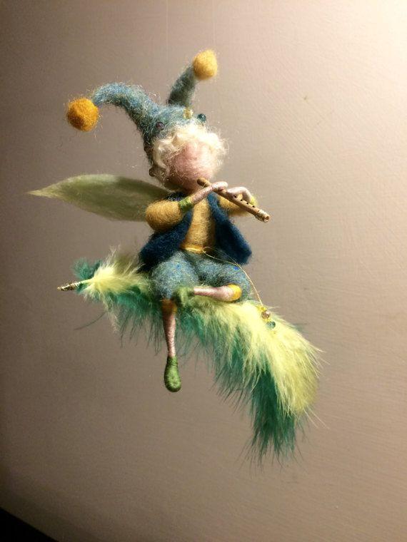 Elfo de fieltro de la aguja inspirada en Waldorf elfo de