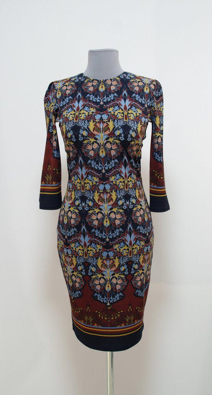 Бордово-коричневое платье-карандаш с восточными узорами | Платье-терапия от Юлии