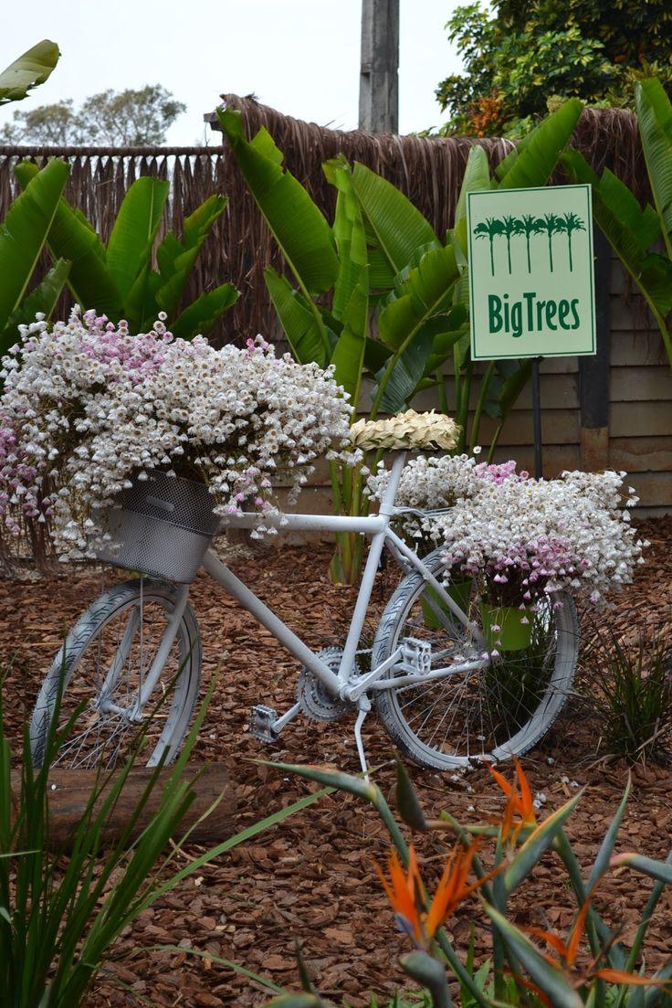 Falando ainda da expô de Holambra, a idéia da reciclagem de bicicletas, foi bastante explorada na feira, mas a que mais gostei , foi esta p...