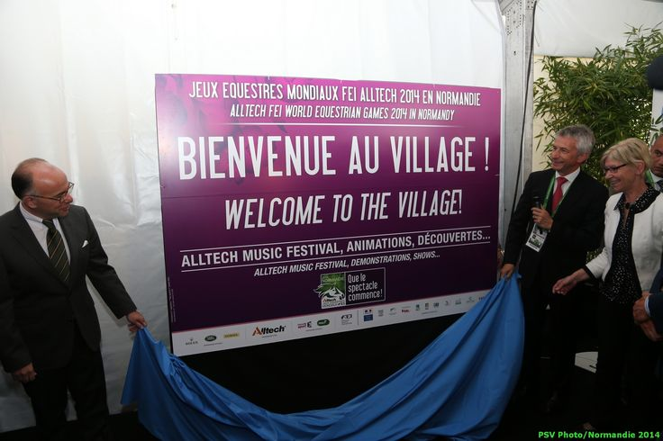 Welcome to the village - Copyright : PSV Photo