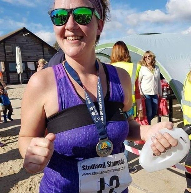 runner JJ Armstrong ran the UK #StudlandStampede wearing the Būband to stop boob bounce #LoveTheBuband
