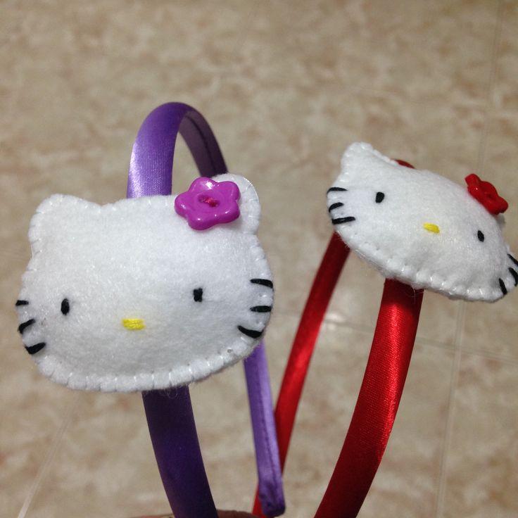 Diademas Hello Kitty de Fieltro en rojo y morado.