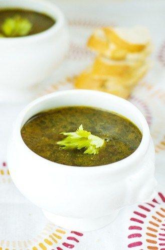 Суп из черной фасоли с перцами чипотле и кремом-фреш с жареными семенами кумина