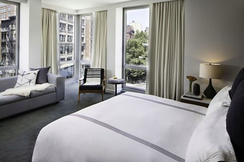 Save more when you stay more at Smyth - a Thompson Hotel this Fall or Winter.  Stay 2 nights – save 10%, stay 3 nights – save 15%, stay 4+ nights – save 20% Stay now through December 30, 2016. Book here: http://bit.ly/BackToBedWithThompson