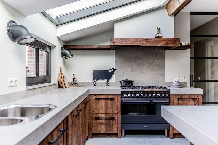Oud houten keuken met keramiek werkblad. Mereno Worchester keuken #mereno #tieleman #oudhout #hout #keuken