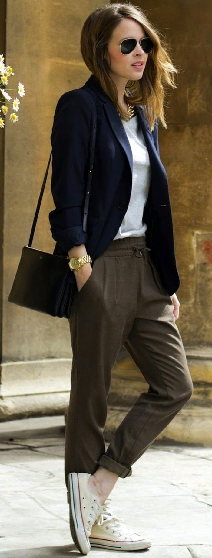pantalon pince femme de couleur marron foncé