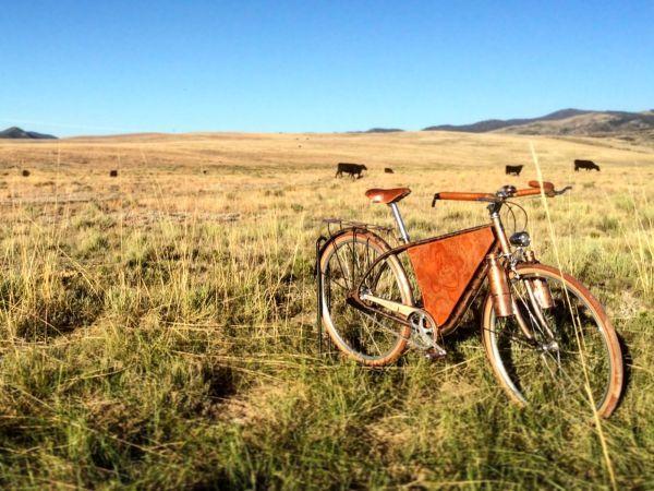 Vélo customisé sur le thème des grands espaces du western américain.