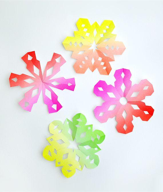 Papieren sneeuwvlokken - in neon kleuren :-)