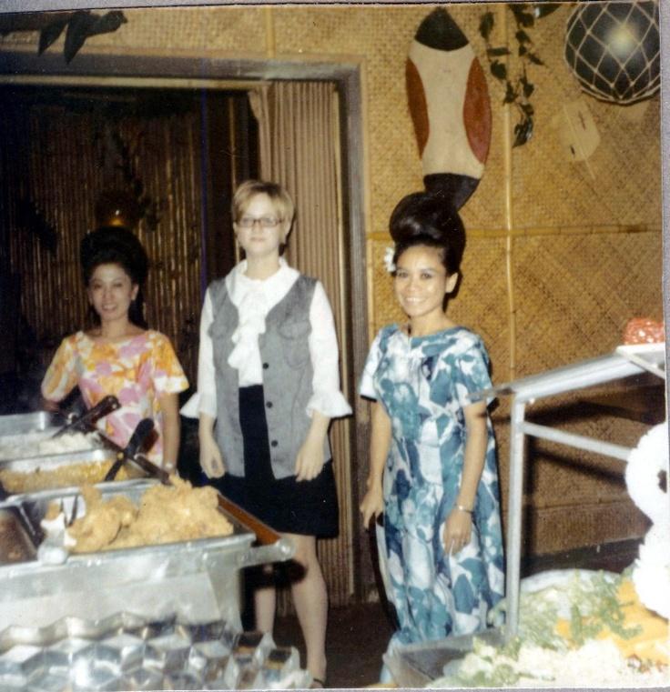 """Look! Rare Photos Of The """"Polynesian"""" Interior Of The Luau"""