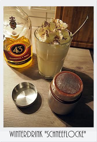 """""""Schneeflocke"""" von Maria  200ml Vanillemilch, 2cl weißer Rum, 2cl Likör 43 -> heiß machen und mit einer dicken Sahnehaube aus der Meggle Sahne servieren."""