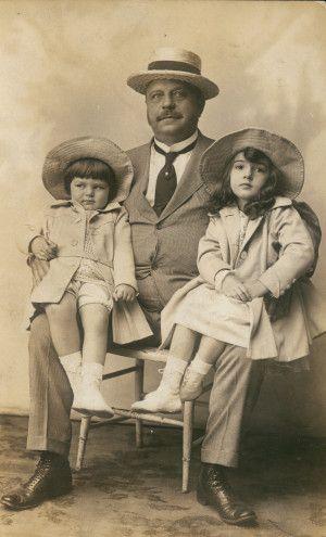 August A. Busch Sr. with grandchildren Adolphus Busch Orthwein and Jacqueline Jones (Hadley). (1922): 1922 Photo