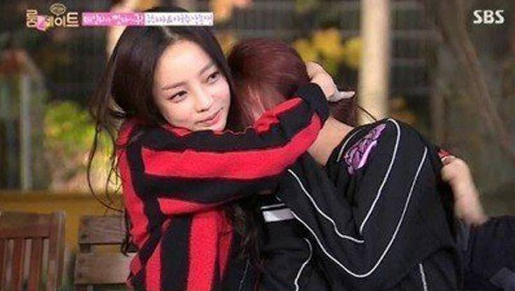 Hara expresses her affections for fellow KARA member Youngji, moving her to tears on 'Roommate' | http://www.allkpop.com/article/2014/11/hara-expresses-her-affections-for-fellow-kara-member-youngji-moving-her-to-tears-on-roommate