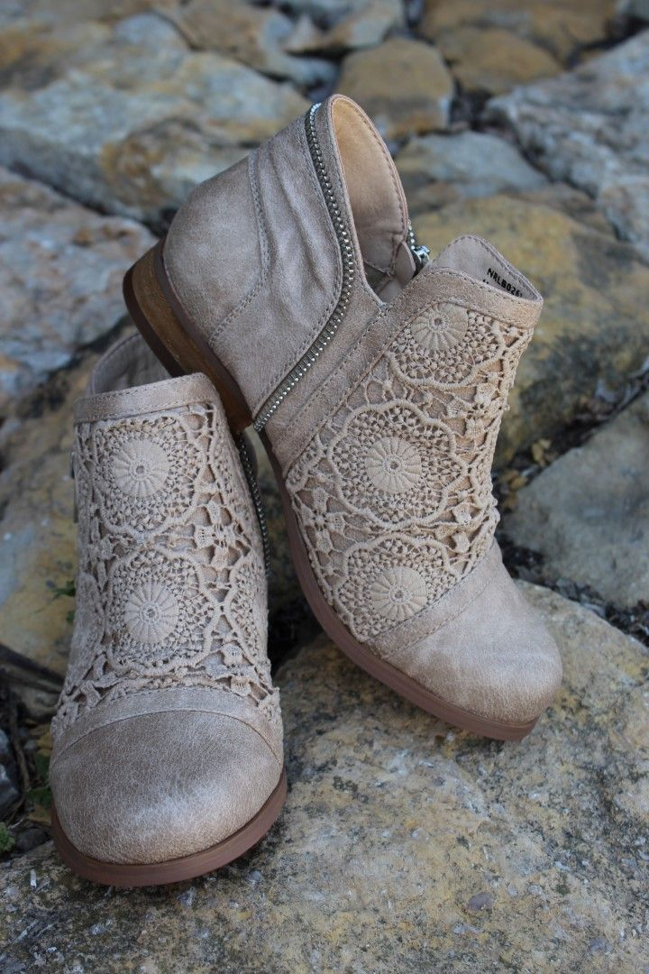 Home :: Footwear :: Boots :: Trendy Tomo Short Boots