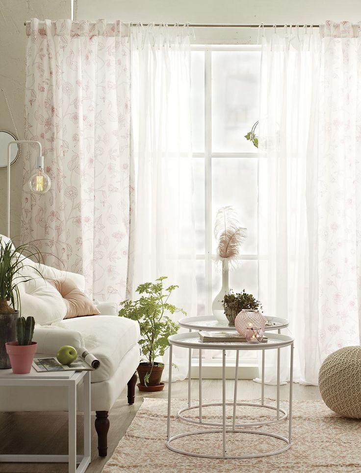 Romantiskt rosa med IVET gardin tillsammans med vita detaljer