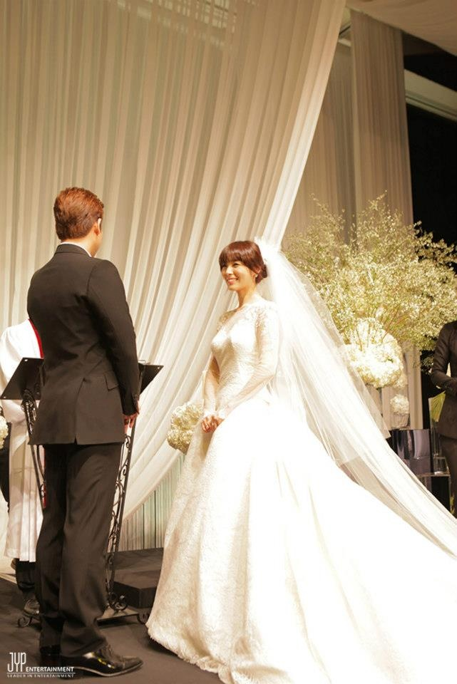 [OFFICIAL]{26012013} Sun and James Wedding Day at Lotte Hotel Seoul ©JYPEnt. http://facebook.com/jypnation