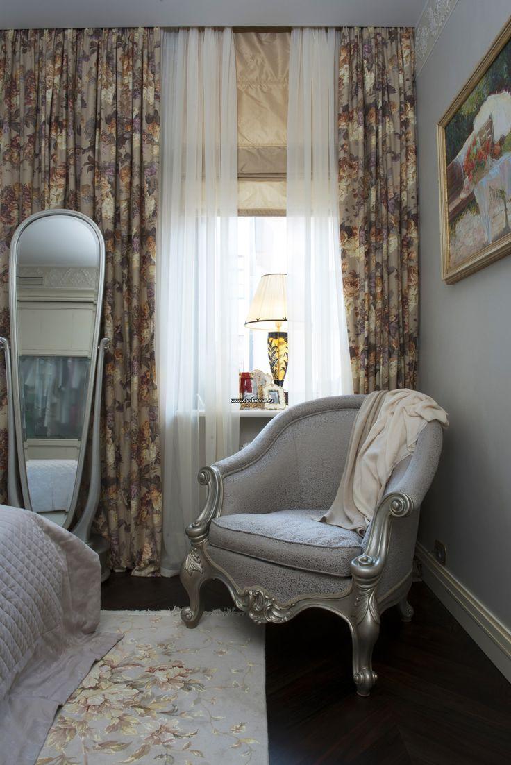 Фото интерьера спальни двухэтажной квартиры в стиле неоклассика