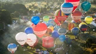 Bristol Balloon Fiesta: Balloons take to sky on final day - BBC News