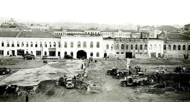 Topçu Kışlası yıkımı (Şubat 1940. Taksim)