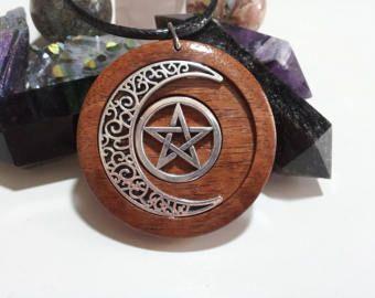 Pentacle en maan hanger in teruggewonnen Red Cedar + gratis Shipping wereldwijd ~ spirituele sieraden, Pagan sieraden, Pentacle sieraden, Wicca sieraden