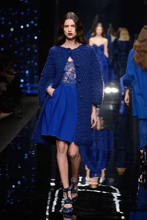 Milano Moda Donna AI 2015/2016: la sfilata di Scervino   Cardigan blu in maglia pesante   Foto