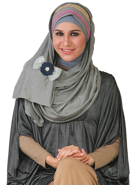 Pashmina Capuchon Kaos - Bahan rayon spandex. Size 70x200cm. Warna : coklat, abu-abu, pink. Dzakirah boutique - $11.00