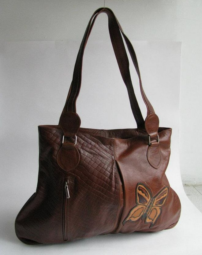 STYLE LAURA 2. MATERIAL 100% LEATHER, TEXTILE LINING.