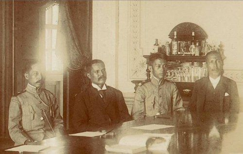 With the Philippine army unable to contain the American offensive, President Emilio Aguinaldo created a peace commission to negotiate an armistice. He appointed 23-year-old General Gregorio del Pilar to head the Filipino panel, with Captain Lorenzo Zialcita, Alberto Barretto and Gracio Gonzaga as members.  The Philippine government was represented by, left to right:  Captain Lorenzo Zialcita, Alberto Barretto, General Gregorio del Pilar, and Gracio Gonzaga.  [Captain Zialcita, who had taken…