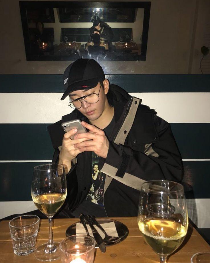 "584 Likes, 6 Comments - kimkeonwoo🇰🇷 (@thetalentedmrripley__w) on Instagram: ""ments x bok / sys / rare  #vetementsxreebok #raremarket #dinner #wine #privatebar #biglights…"""