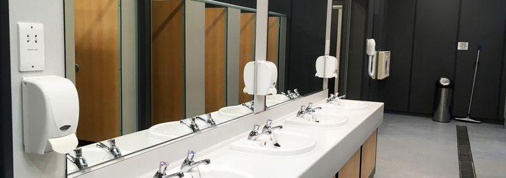Z toalety musimy korzystać wszędzie – czy to w podróży, centrum handlowym, szkole czy miejscu pracy. Pamiętajmy jednak, że pomieszczenie, w którym przebywa dziennie duża ilość osób...