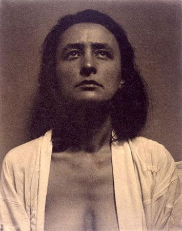 Georgia O'Keeffe Images of Her | Photographic Portraits of Georgia O'Keeffe by her husband Alfred ...