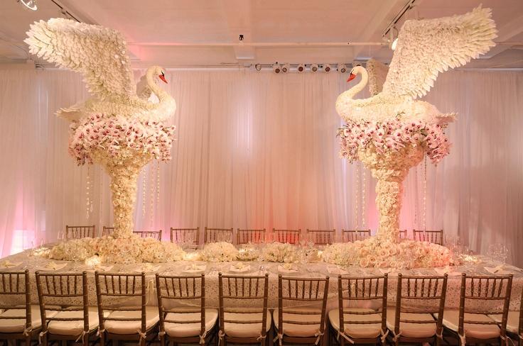 Centro de mesa - Cisnes: Wedding Decor, Unique Wedding, Wedding Receptions Flowers, Wedding Flowers, Wedding Floral, Destinations Wedding, Preston Baileys, Wedding Centerpieces, Wedding Design