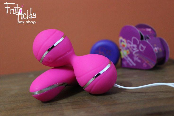 Vibrating Egg. - Material: Silicona quirúrgica - Tamaño : 8.0 cm - Frecuencia: 5 Vibraciones  -  Estimula; Ano, clítoris, pezones, testículos y  pene.  -  Recargable por USB  - Precio: COP  180.000   #sexcolombia #sexlove #sexo #sex #frutacida #vibratingegg