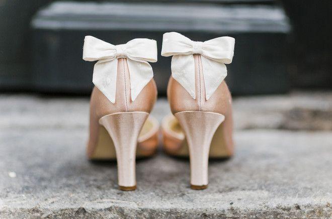 noni noni Brautkleider 2015 | Brautschuhe zum 50er Jahre Brautkleid mit Petticoat (Foto: Le Hai Linh)