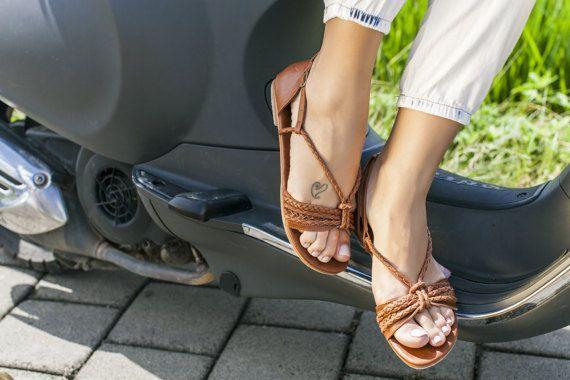BLOEIENDE DAG. Lederen sandalen / vrouwen schoenen / door BaliELF
