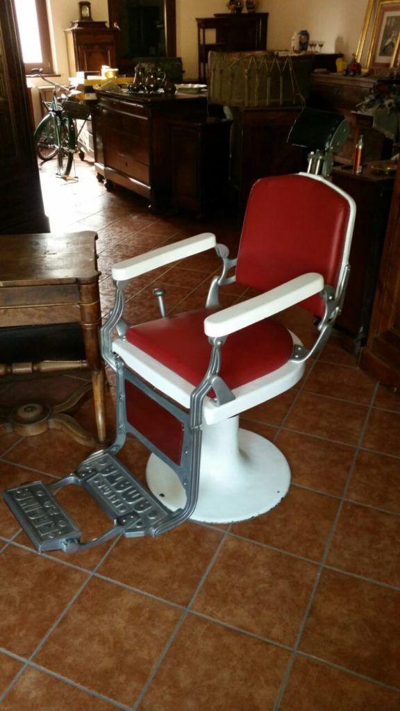 Poltrona da barbiere Regina Amata Parma, epoca anni 40, restaurata totalmente con ripristino ceramica e cromature.
