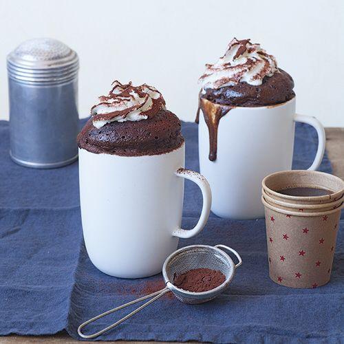 Chocolade mug cake cappuccino met slagroom - recept - okoko recepten