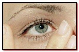 Как подтянуть кожу век над глазами с помощью точечного массажа области лба и вокруг глаз. Грамотное проведение и техника массажа.