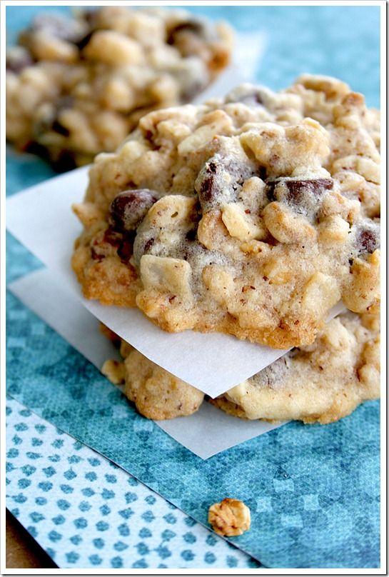 Rasinet & Granola Chunk Cookies  | Doughmesstic