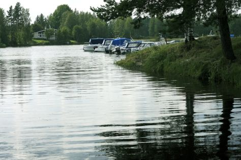 Suninsalmi Lehtimäen Rannankylässa on oiva paikka viettää kesäpäivää. Alueelta löytyy uimarannan lisäksi venelaituri, rantasauna, minigolfrata, bech volley -kenttä, matonpesupaikka ja kahvila.
