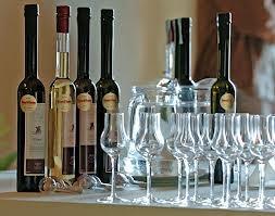 Tulip Glass - The traditional glass for drinking Pálinka  http://www.edelland.com/hu/aktualis/hirek/item/123-palinka-rituale.html